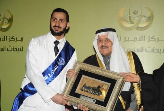 الأمير نايف يكرم المخترع الدكتور خالد الغامدي