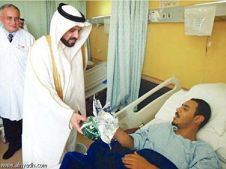 جريدة الرياض   د. الغامدي عايد المنومين في مستشفى الملك فهد بالباحة