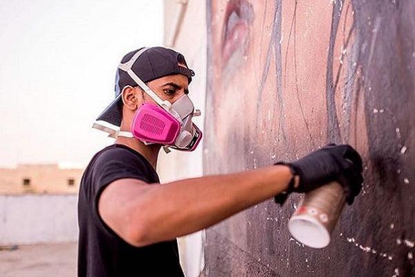 """بانكسي السعودية... """"كلاخ"""" يحول الجدران قصصًا مبدعة"""