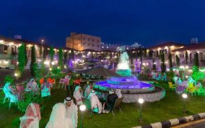 الأمير حسام بن سعود يزور منتجع الأرض الخضراء.  | صحيفة عدسات