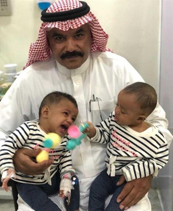 """أخبار عاجلة on Twitter: """"مواطن في #جدة يتقدم بطلب لاحتضان الطفلتين ..."""