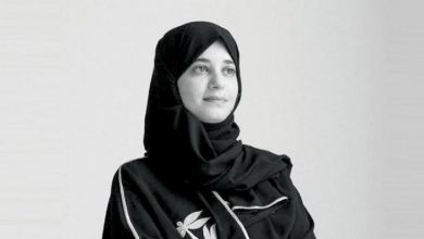 صورة د.زهرة الغامدي .فنانة مبدعه تبرز تميّز الموروث السعودي في «بينالي البندقية»