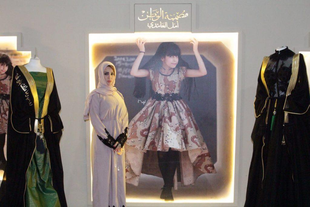 """المصممة السعودية أمل الغامدي : """"مصممة الوطن"""" أفضله على اللقب العالمي والدمج بين الأزياء أساس تميزي"""