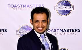 """صورة محمد القحطاني الذي أبهر العالم بـ """" لسانه """" وحصل على لقب """" بطل العالم للخطابة """""""