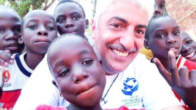 صورة أبو الأيتام.علي الغامدي.يفوز بجائزة *صناع الأمل* بدبي من بين 92 ألف مشاركة.