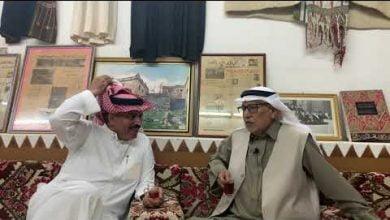 صورة رحلة ممتعة في حياة الأديب.أحمد بن حامد المساعد الغامدي. يتكلم ببساطة متناهية عبر الفيديو.متسلسلة