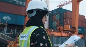صورة عبير الغامدي.أول سعودية تدخل مجال المراقبة البحرية
