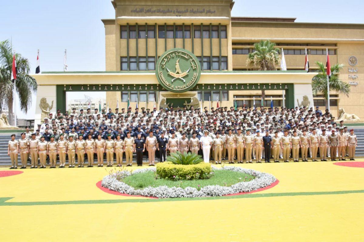 """""""22"""" ضابطاً سعودياً.. وزير الدفاع المصري يرعى تخرج دورة القيادة والاركان"""