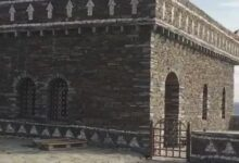 صورة مسجد حديث على الطراز القديم تحفة معمارية بقرية القوارير. بالباحة فن معماري مبهر.
