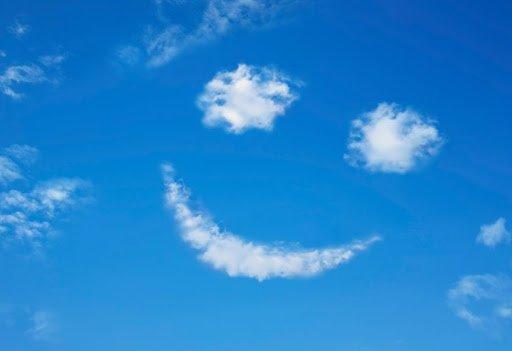 صورة للسماء والسحب تدل علي السعادة