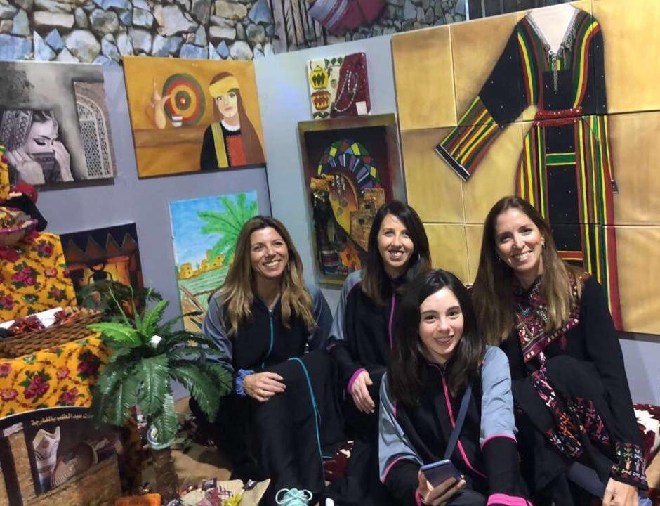 صالة الباحة النسائية في مهرجان الجنادرية تجذب الزائرات الأوروبيات | مجلة  سيدتي