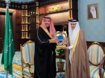 """سامي شريم on Twitter: """"صور من #الزمن_الجميل أ. محمد صالح الزلفان @zolf866  رئيس نادي الباحة الرياضي @bahaclub07 على مدى ٤٠ عام وهو ينبوع عطاء اول لاعب  ينتقل من دوري #الباحة الى الدوري"""
