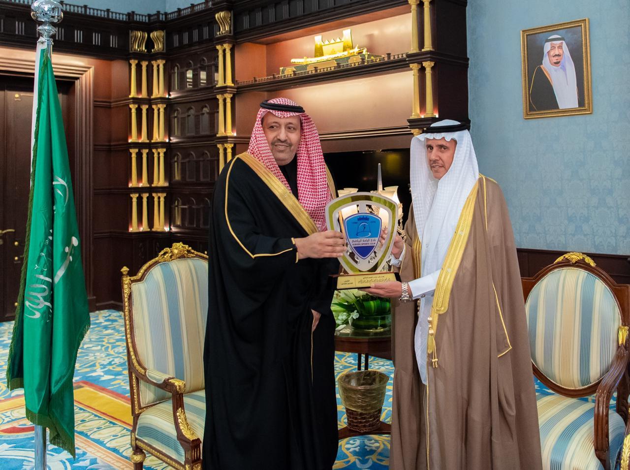 أمير منطقة منطقة الباحة يستقبل رئيس نادي الباحة الرياضي محمد بن صالح زلفان  ويرافقه اعضاء النادي | صحيفة عدسات