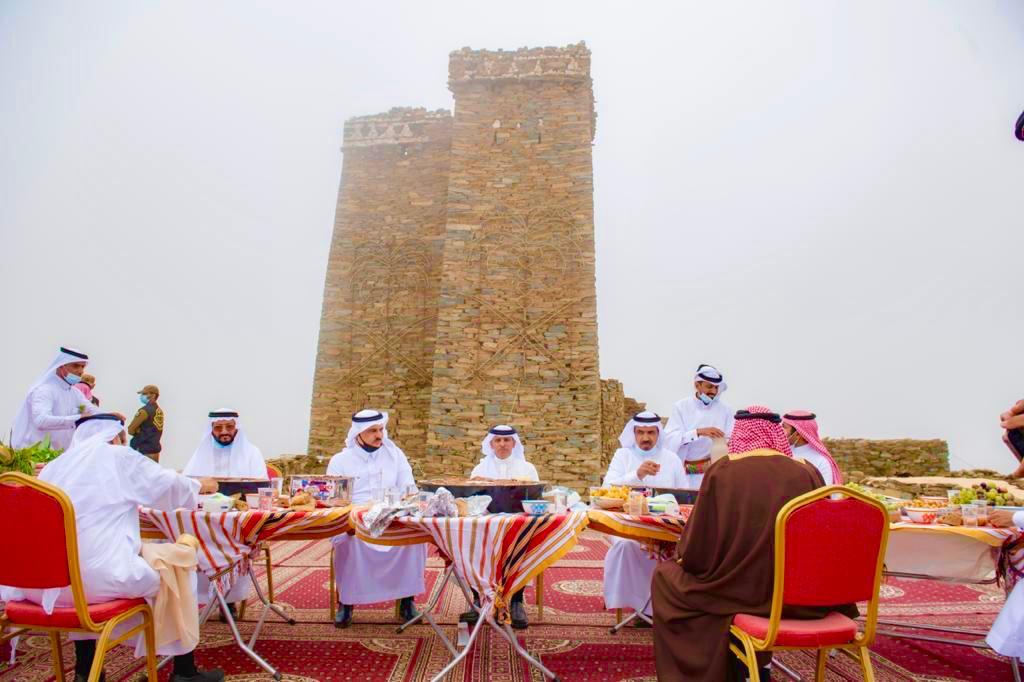 وكيل إمارة الباحة يزور متحف الأخوين في قرية الملد التراثية - صحيفة الشمال  الإلكترونية